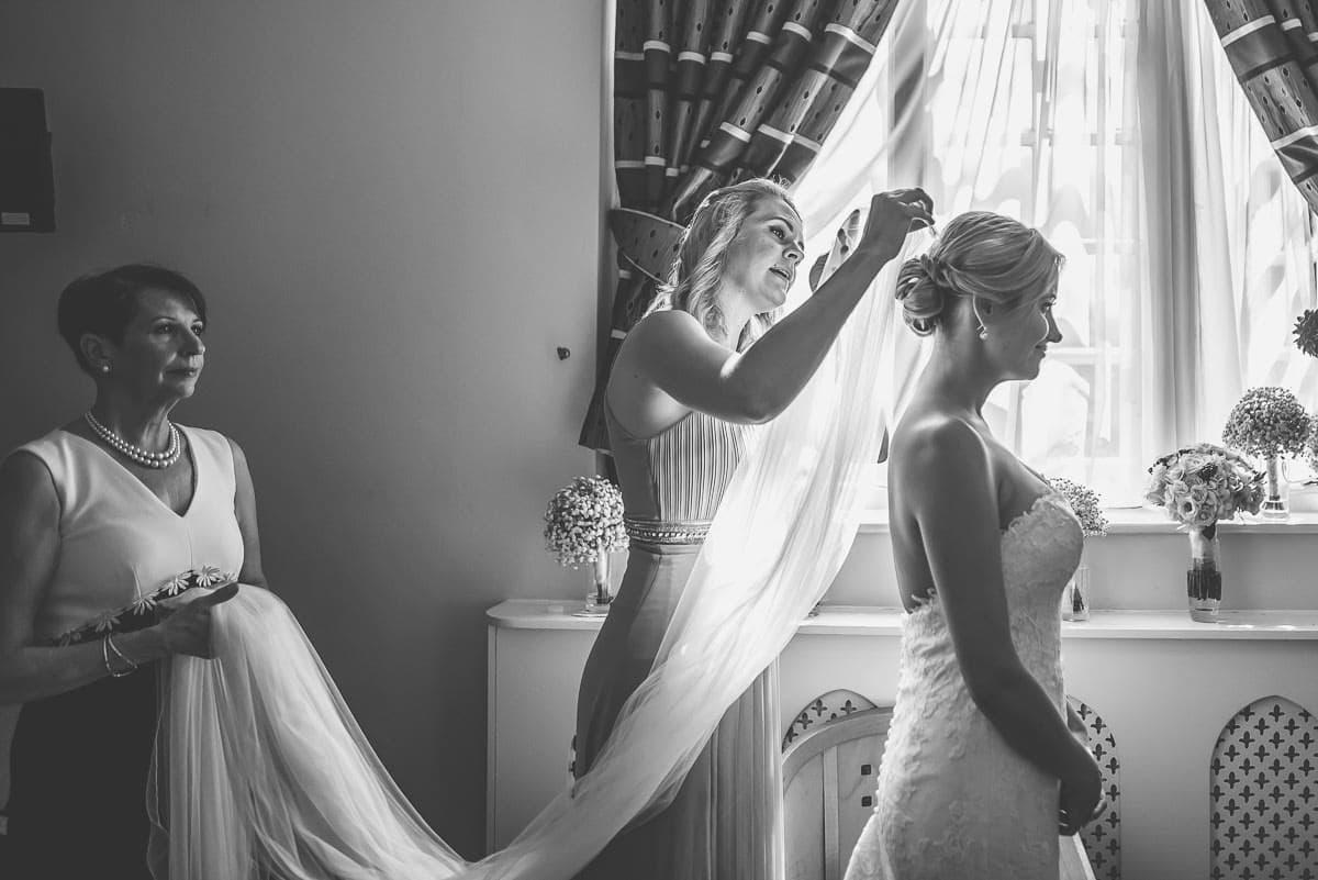 london wedding getting ready