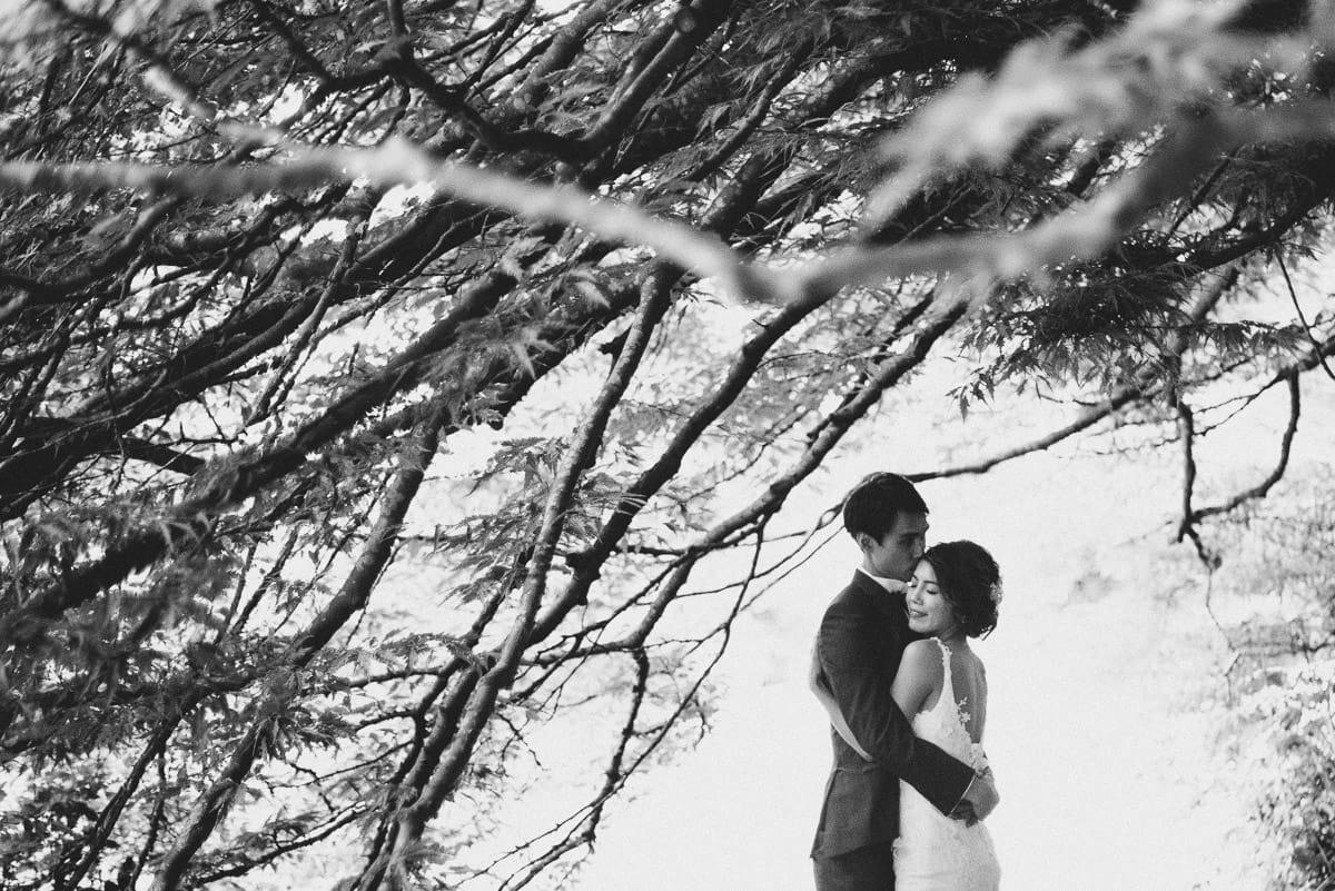 somerset wedding photography couple embracing