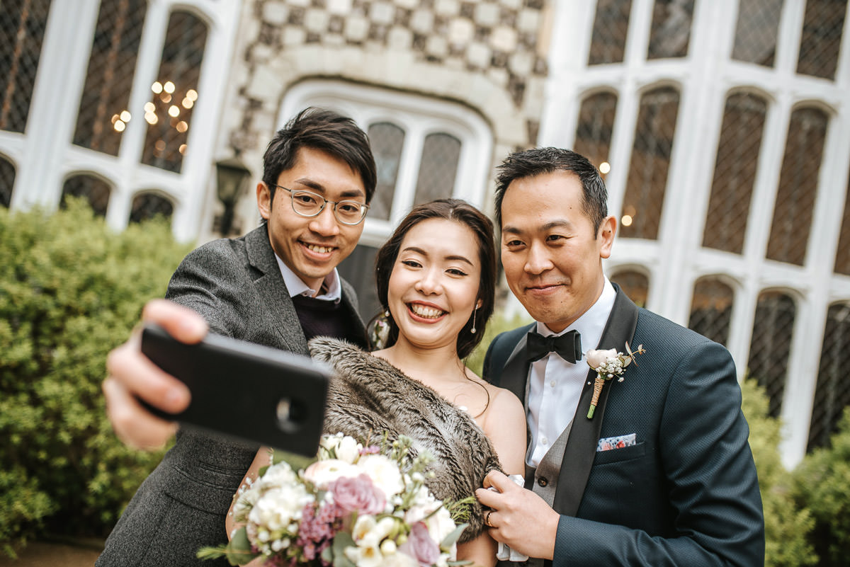 chinese wedding london hall place bexley bride and groom selfie