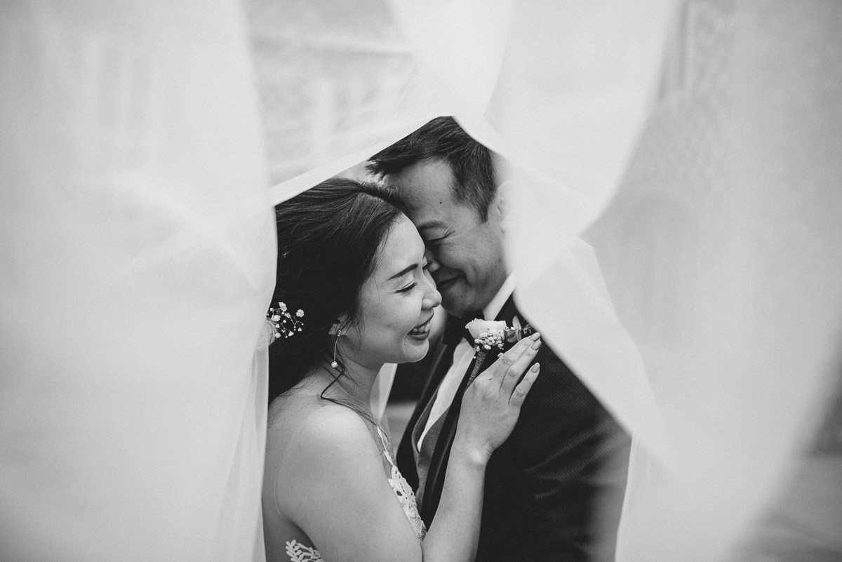 chinese wedding london hall place bexley bride and groom veil