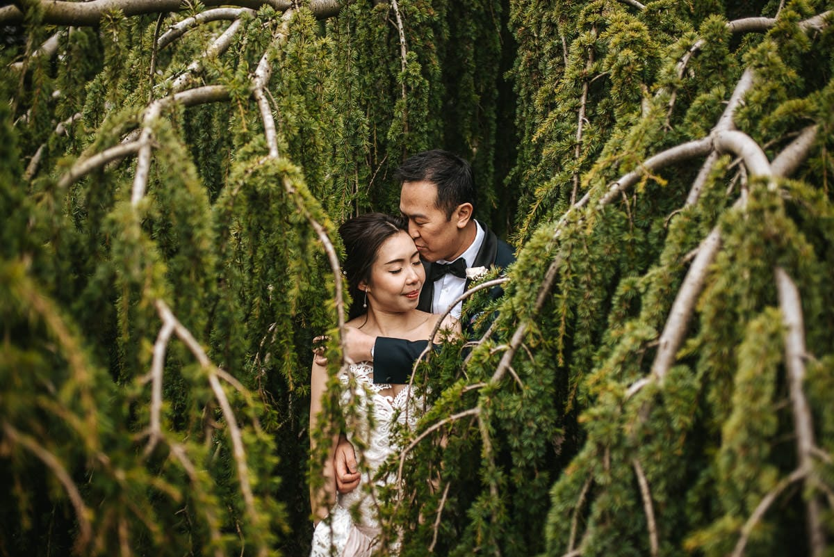 chinese wedding london hall place bexley bride and groom in the bush