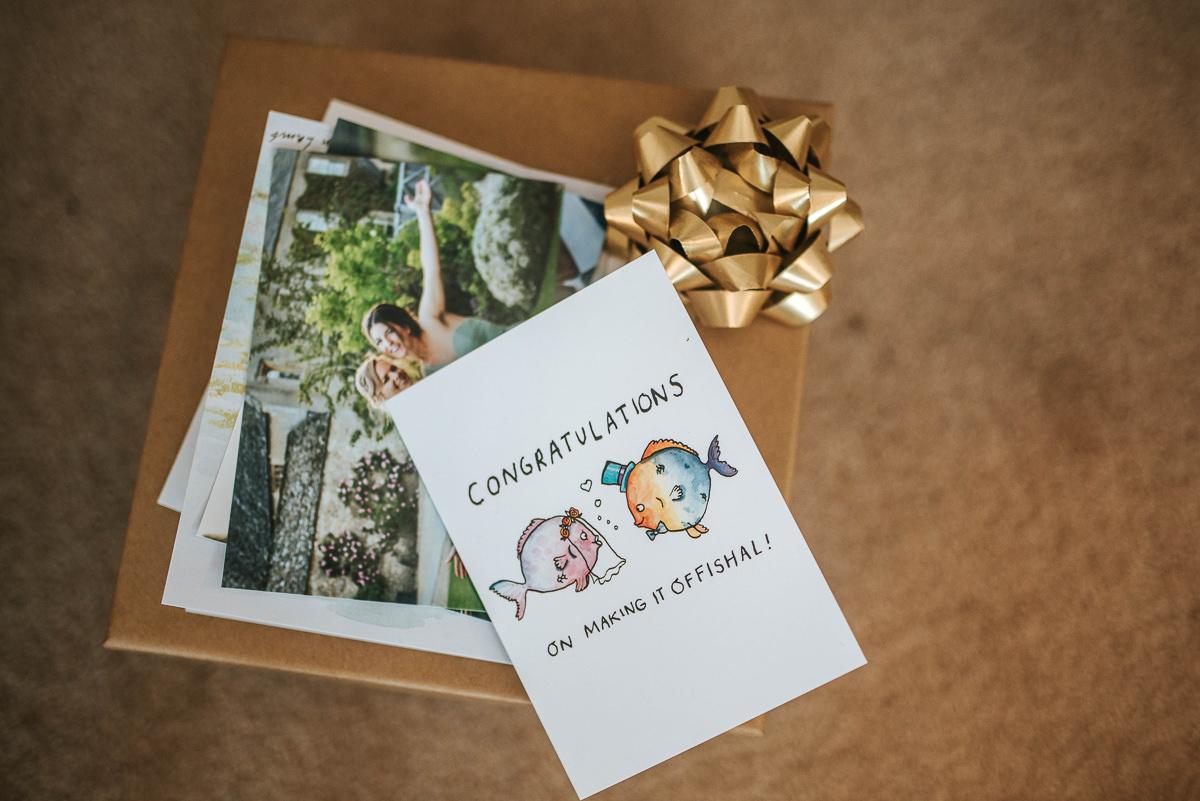 wedding photos reading card