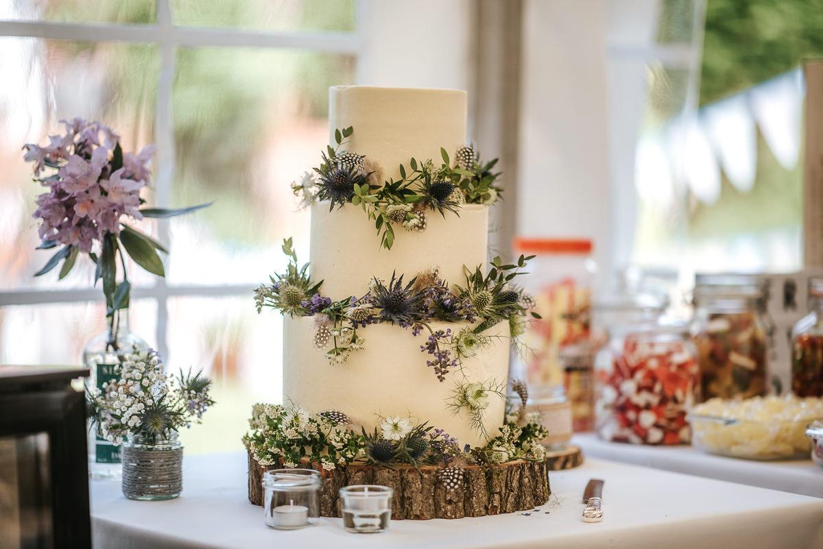 wedding photos reading decor