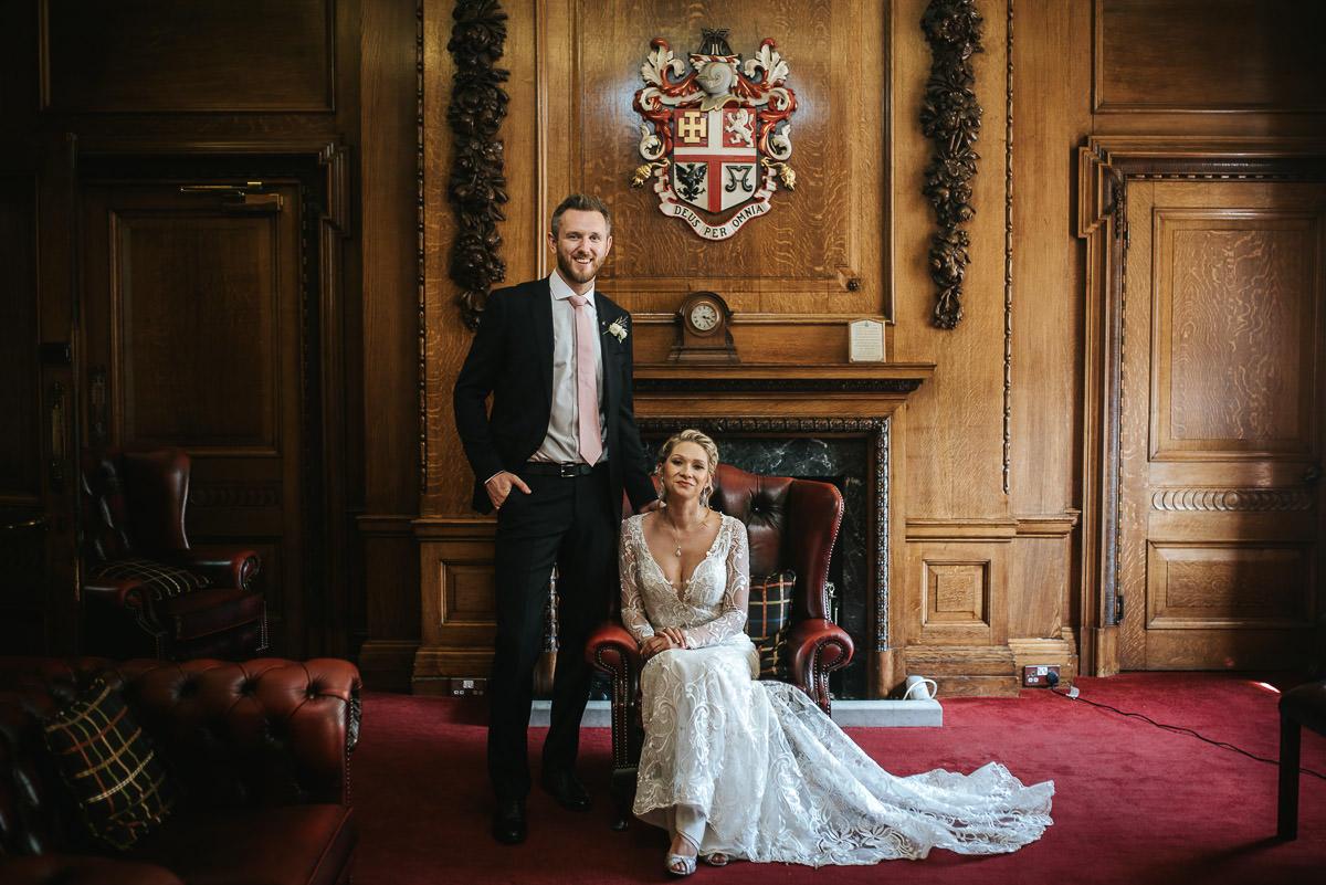 islington town hall wedding couple photo shoot in mayors palor