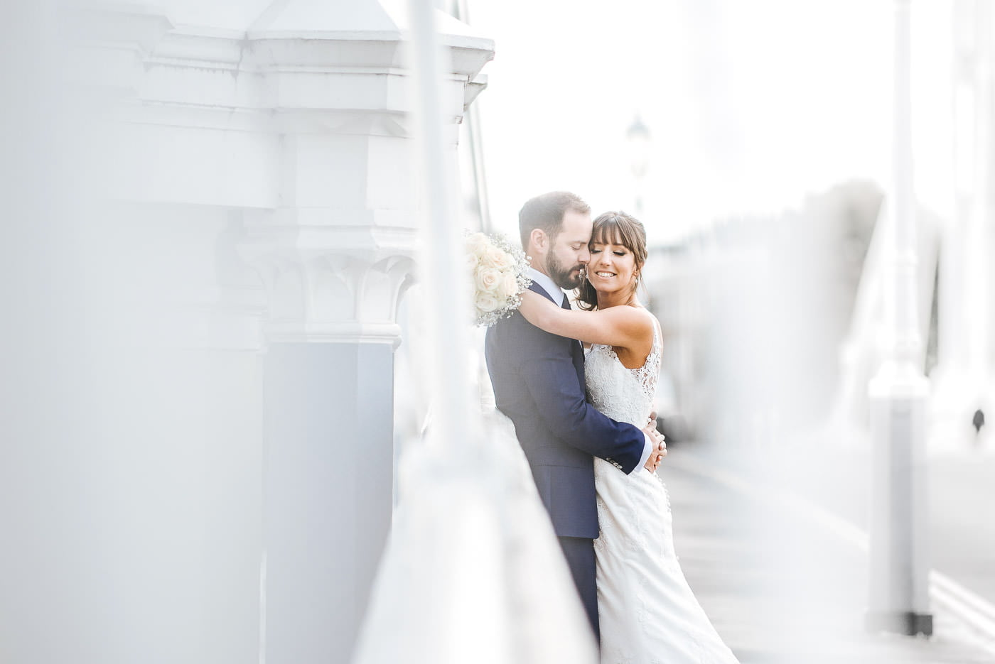 Celsea old town hall wedding photos bride and groom shoot on albert bridge
