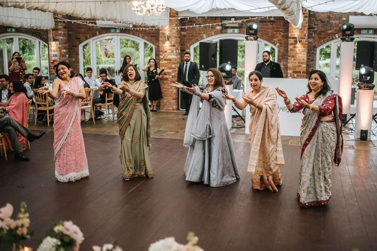 northbrook park indian wedding indian dancing